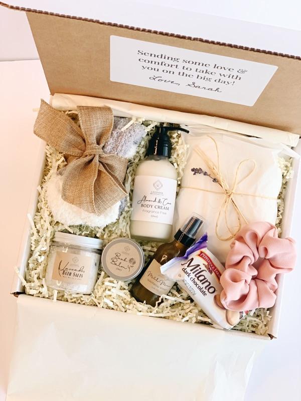 Deluxe postpartum gift box