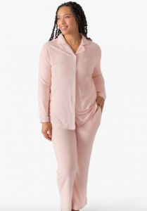 10 Postpartum Outfits Essentials For The Hospital And Home